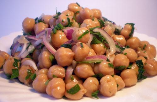 Salada-de-Grão-de-Bico-com-Cebola-Roxa-e-Salsa