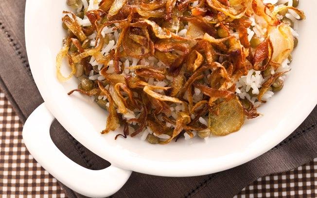 arroz lentilha e cebola frita